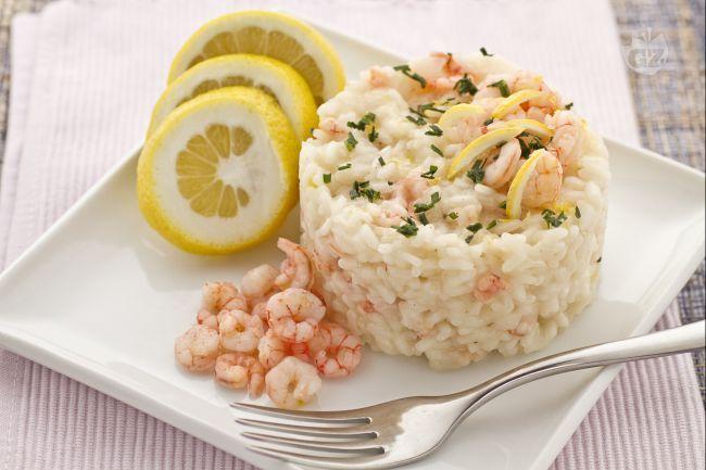 Il risotto al limone e gamberetti è un primo piatto molto gustoso dal sapore delicato. Il risotto al limone e gamberetti è una ricetta semplice e che può essere realizzata in tutti i periodi dell'anno.