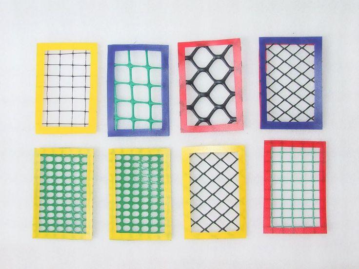 Exercice de mise en paire. A base de grillages plastiques variés.