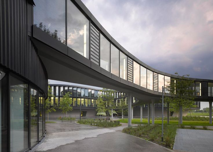 """ESO headquarters extension by Auer Weber conceived as """"flying saucer"""""""