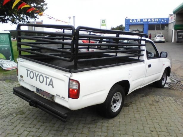 2002 Toyota Hilux 2.4 diesel Goodwood - image 7