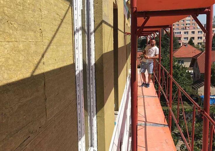Na slniečku pracujeme najradšej! #firmabeleš #stavba #lešenie #sunny #team #beles