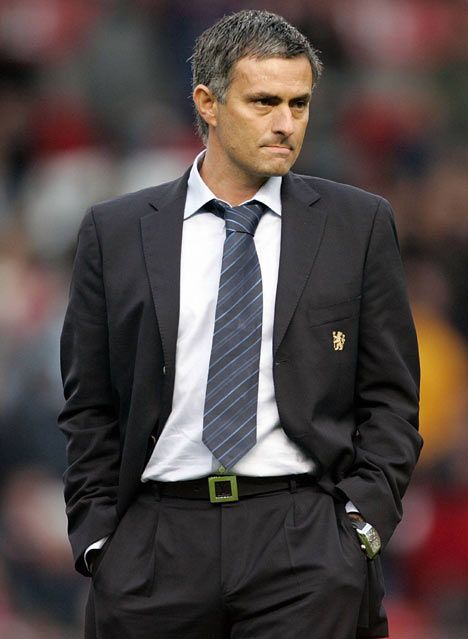 Jose Mourinho has signed a new four-year contract to remain as manager of Real Madrid until 2016