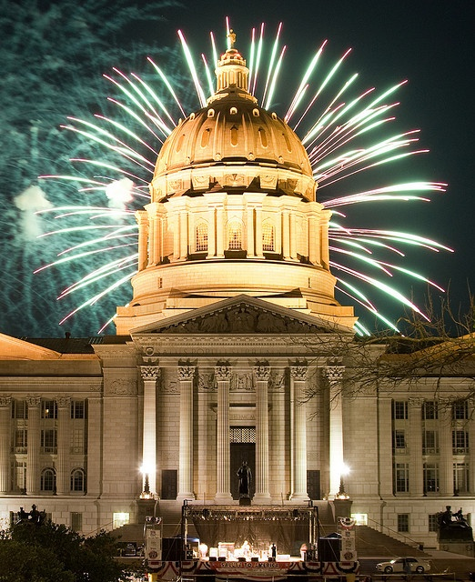 Missouri Capitol Fireworks 7.4.2008 by Notley, via Flickr