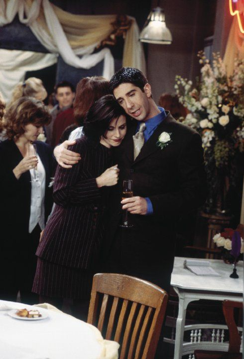 Monica Geller (Courteney Cox), Ross Geller (David Schwimmer) ~ Friends ~ Episode Stills ~ Season 2, Episode 11 ~ The One With the Lesbian Wedding