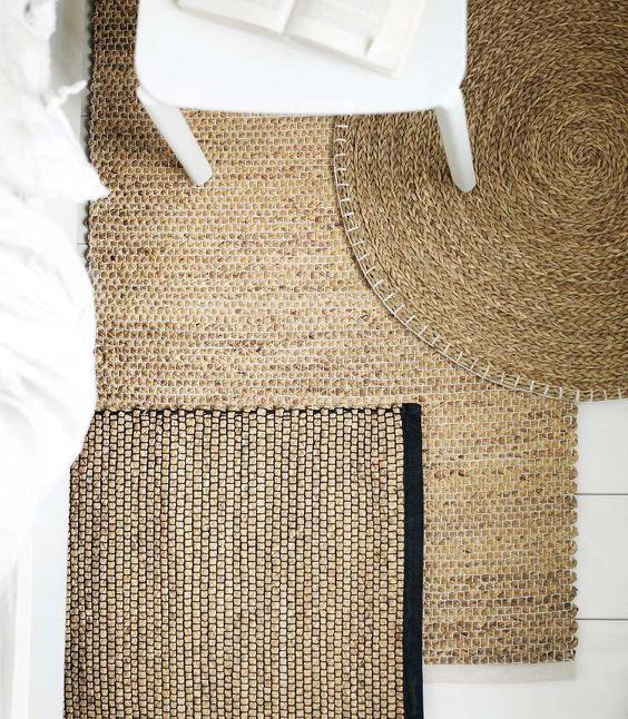 Gevlochten vloerkleden: nog steeds een mooie trend! Combineer jute, sisal en riet met elkaar en zorg voor een natuurlijk en neutraal interieur.