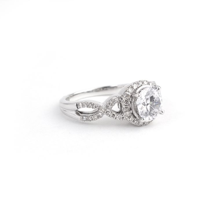 Beautiful side detail of the 1.25ct 18ct White Gold Forever ring