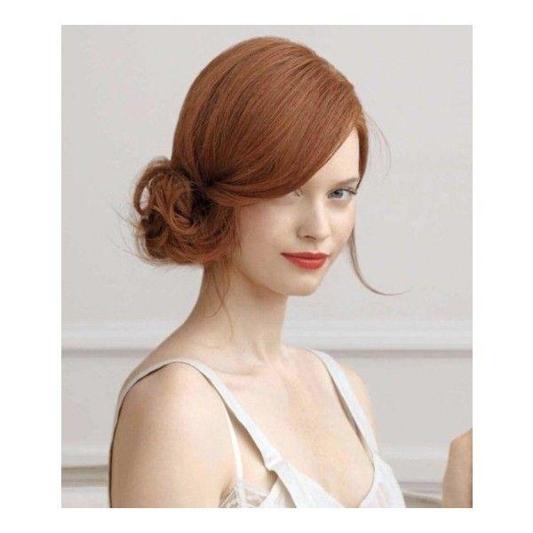 Chignon basso e laterale con ciuffi spettinati ❤ liked on Polyvore featuring hair