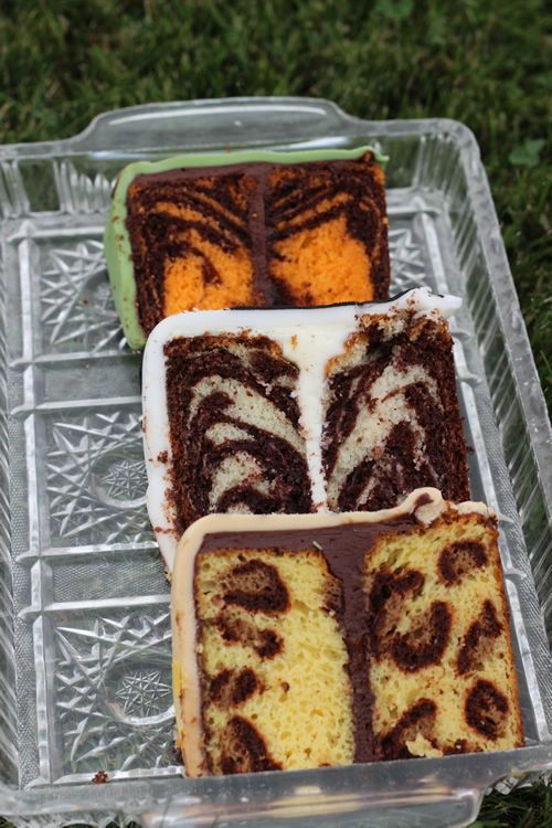 So awesome! How to make tiger, zebra and leopard print cake patterns on the inside of the cake