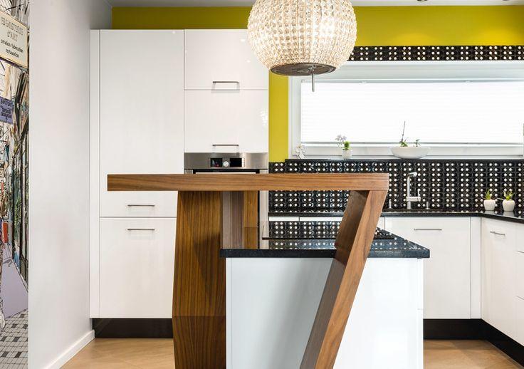 Studio MK Kuśmierczyk ZIELEŃ W KUCHNI  Połączenie kolorów, różnych form oraz struktur to kuchnia nowoczesna i funkcjonalna.