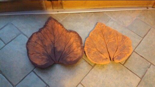 Beton Arbeit rabarber Blätter angemalt mit außen fasaden Farbe