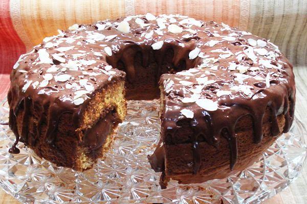 Κέικ γεμιστό με σοκολάτα. Ένα κέικ γεμάτο σοκολάτα...