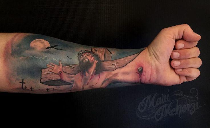 Maui Meherzi - Opus Magnum Tattoo Studio Wien - Jesus Hand Tattoo