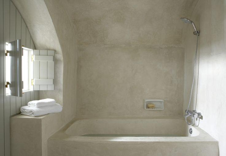 I LOVE TADELAKT! Another Moroccan Tadelakt bathroom.