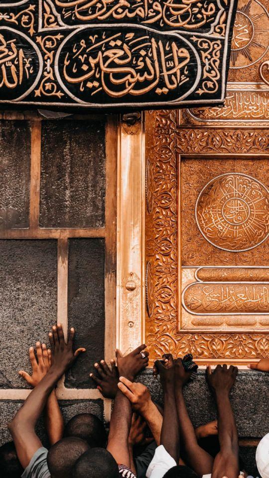 Arapça kaligrafi panosundaki Pin