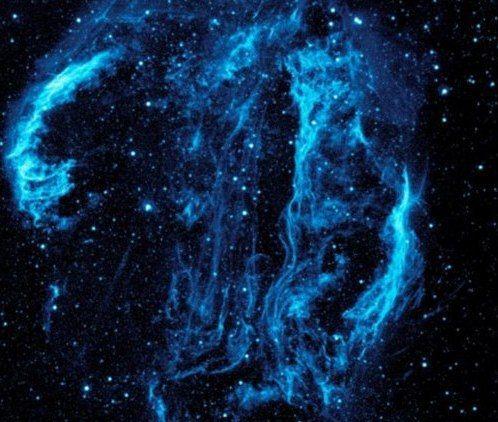 provocative-planet-pics-please.tumblr.com Buenos días a todos. Astrónomos creen haber descubierto un cementerio de las primeras estrellas del universo. El estudio de una nube de gas podría dar más detalles sobre los cuerpos espaciales más antiguos del universo escondidos de la vista de los astrónomos. Los científicos han descubierto una nube de gas que contiene prácticamente solo dos elementos hidrógeno y helio informa el portal Science News. De acuerdo con un astrónomo británico de la…