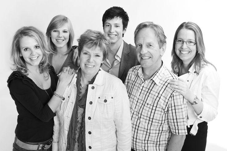 LINK Fotografie, de mooiste foto's voor uw familie of gezin. Boek een fotoshoot voor een familieportret in onze professionele fotostudio in Breda.