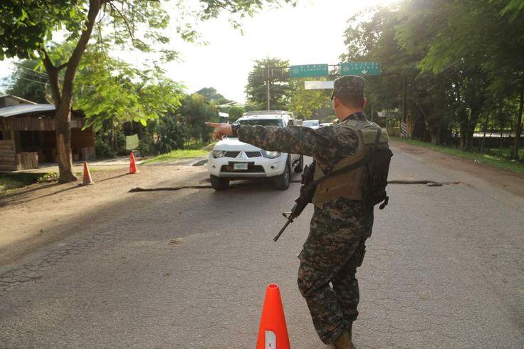 Honduras: Banda de yerno de Alegría, el terror en el Bajo Aguán  Según Umviba, una banda de sicarios opera en la zona y es liderada por Céleo Rodríguez. Son acusados de una porción de 140 muertes de campesinos. A pesar de que se han reducido los homicidios en el Bajo Aguán, aún no cesan las muertes de dirigentes campesinos.