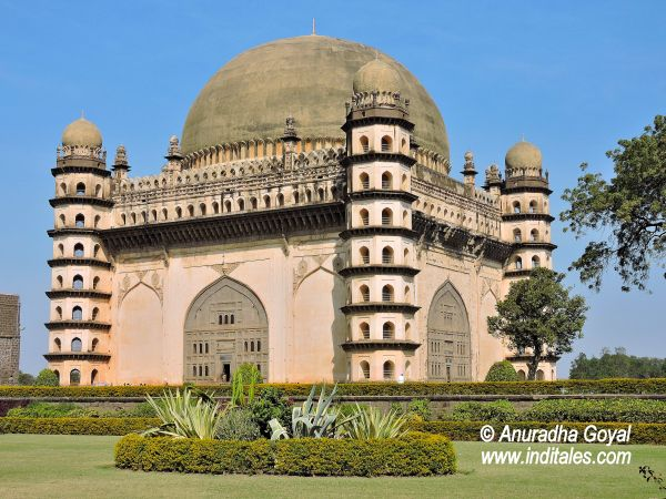 Best Gol Gumbaz Second Largest Dome In The World Images On - Incredible monuments ever built