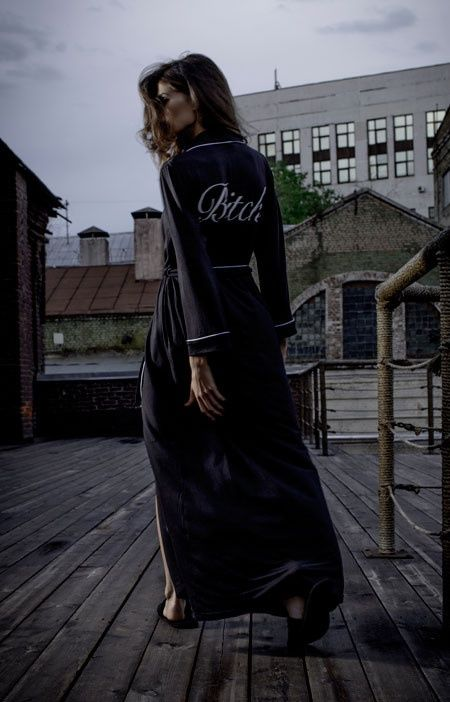 """Халат Black Bitch классического кроя с белой оторочкой, прорезными карманами и широким поясом сшит из тонкого, струящегося микромодала.  Принт на спине BITCH  """"Sometimes you have to be a bitch to get things done.""""  ― Madonna  Состав: 100% бамбук Цвет: черный"""