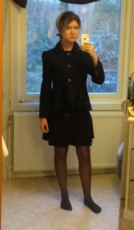 Blå jacka , 50 tal , svarta strumpbyxor , svart kjol , svart hårband , vintage jacka , fint ,