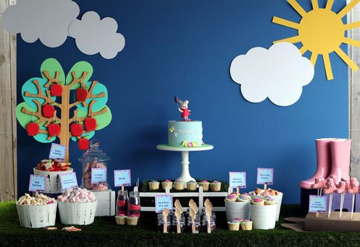 Beautiful Peppa Pig dessert table - so cool, if only I was one of those clever crafty mums