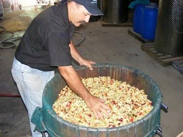 The basket press full of apples