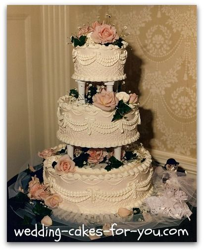 Wedding Cakes with columns | Wedding Cake With Fresh Flowers