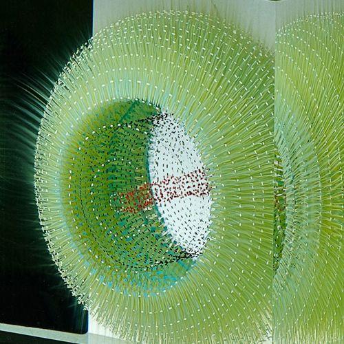 """坂井直樹の""""デザインの深読み"""": ガラスの層にオプティカルフロートを挟んだ美しく不思議な精密光学フロート絵は、素晴らしい微細な色や形を生み出す。"""