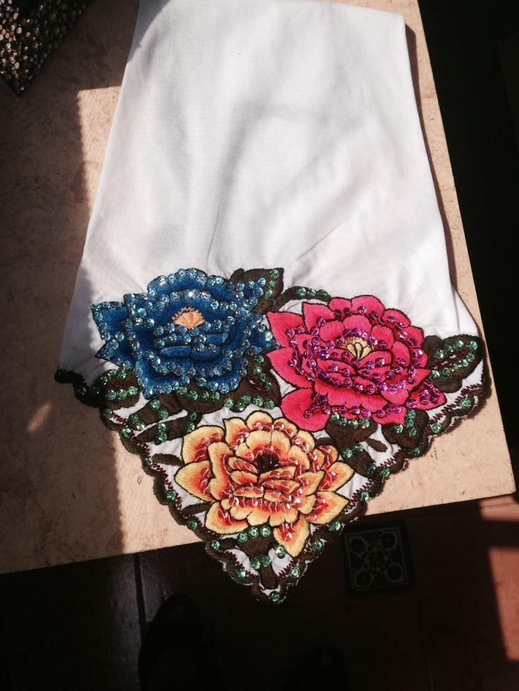 Pañuelo Yucateco bordado.