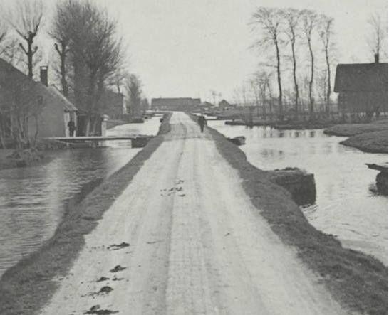 Bloemendaalseweg 1920. Deze lag aan de overkant van het water van de Ridder van Catsweg, waar ik ben geboren.