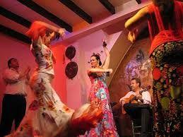 En Roma enseñaban los bailes y las canciones de Cádiz desvergonzados maestros de danza . El canturrear en Roma canciones licenciosas de Egipto o de Cádiz, que ponían de moda las bailarinas gaditanas, era prueba de ser un afeminado, según Marcial