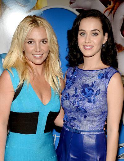 Britney Spears y Katy Perry, el abrazo de dos pitufiamigas
