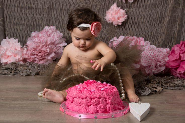 Una piccola golosona ! #cake #pink #torta #baby #rosa #love #amore #lavinia #cute # piccola #littlegirl #monicapallonifotografa