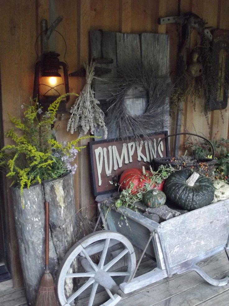 91 best images about primitive porches on pinterest for Country christmas decorations for front porch