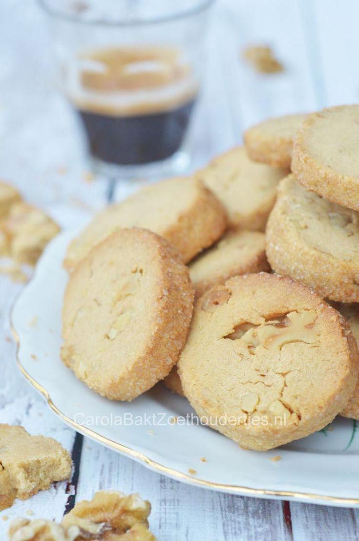 Hou jij ook zo van speculoos. Dan zijn deze koekjes echt iets voor jou! Koekjes met speculoos en walnoten.   Het recept vind je in de bron.  Je bakt er meteen lekker veel!