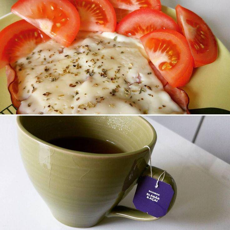 Snabb lunch innan skolan. En Vesuvio utan bröd!  Blev så frusen också så tog en kopp te till. Dessvärre utan mjölk :( #workout #LCHF #lowcarb #lc #icaniwill #ketos #weightloss #jagharviljan #jagtogbeslutet #jagkanjagska #minresaräknas #viktminskning #viktnedgång #lågkolhydratskost #lchfkostfunkar #lchfklubben #healthy #hälsosam #lchftjejer #lchfkost #lowcarbhighfat #lowcarbdiet #lowcarblifestyle by h22.viktresa