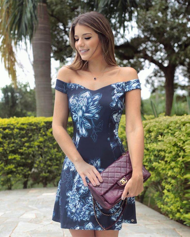 Blue by @fatobasico  Adoro esse decote princesa com ombros de fora!