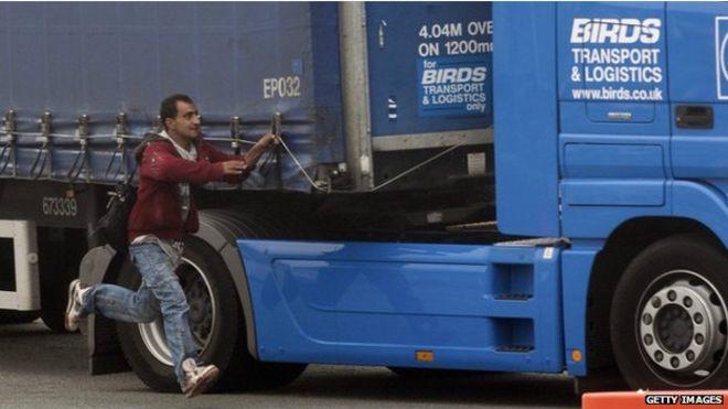 inmigrante muere arollado por un camion en Inglaterra