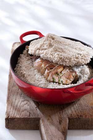 Het is volop lente, het seizoen voor het lekkerste lamsvlees. Ik heb hier gekozen voor een recept van lamsschouder in zoutkorst.