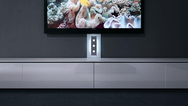 Mit unserem Kabelkanal aus Glas zaubern Sie einen stylischen Hintergrund mit oder ohne Beleuchtung, der für ein besonderes Ambiente sorgt.