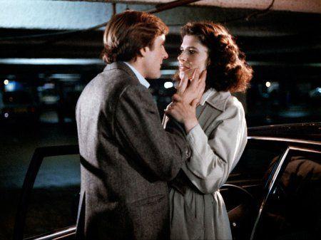 Gerard Depardieu en Fanny Ardant in La femme d'à côtéuit 1981 van Truffaut. Geheime afspraakjes en de onvermijdelijke leugentjes om de ontrouw te verbergen.