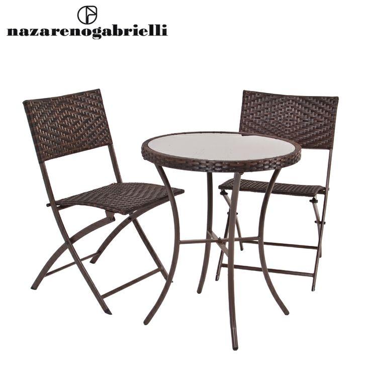 www.sconticasa.it  Set tavolo tondo più due sedie pieghevoli con intreccio polyrattan tavolo con vetro temperato  Impermeabile e resistente all'acqua, ideale per l'aperto  Realizzata da Nazareno Gabrielli  Colore Marrone