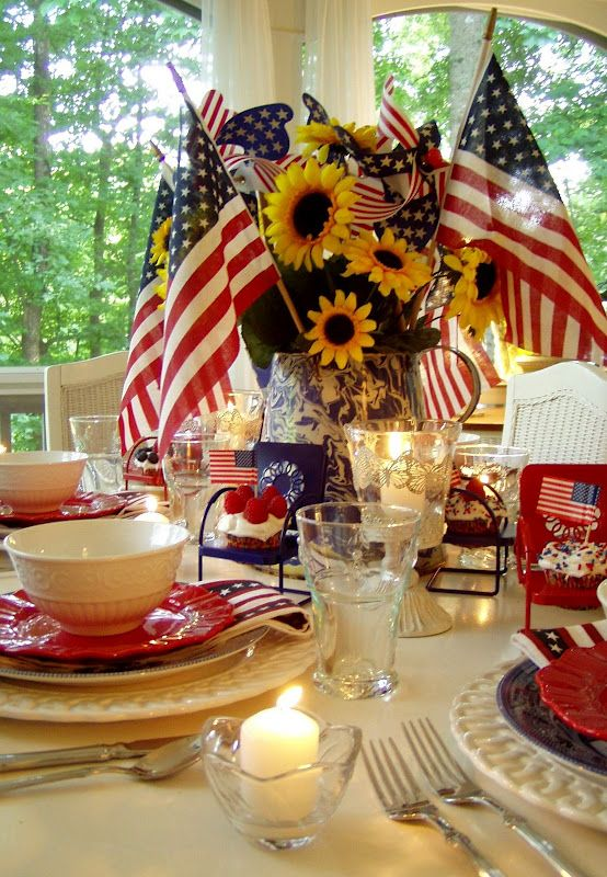 4th of July Table Setting and Decorating Ideas http://betweennapsontheporch.net/tablescape-for-the-4th-of-july-happy-independence-day-welcome-to-the-43rd-tablescape-thursday/