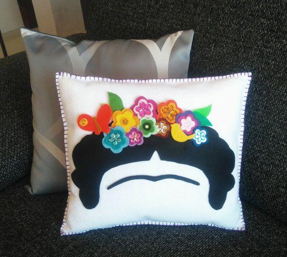 Decor colchón de Frida Kahlo corona de flor por MXArtsCrafts