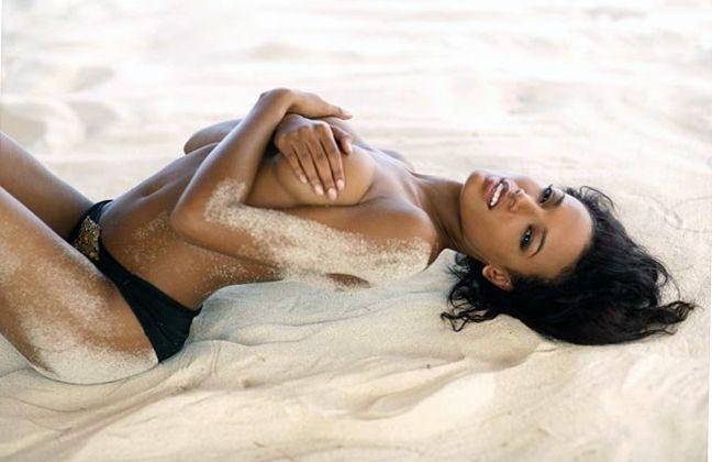 SCANDAL Topless Selita Ebanks pics