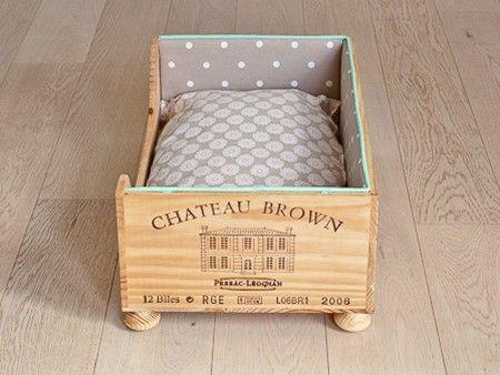 Recyclé une caisse de vin  Wine box dog bed