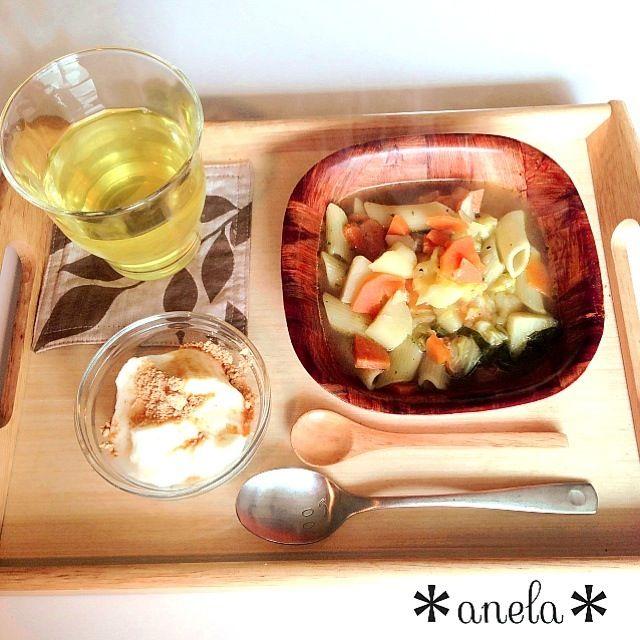 昨晩の夕食の残りのペンネを、 スープに投入して、 食べるスープパスタに リメイクしましたฅ(⌯͒• ɪ •⌯͒)ฅ - 22件のもぐもぐ - 野菜どっさりスープパスタ、きな粉ヨーグルト by 00anela00