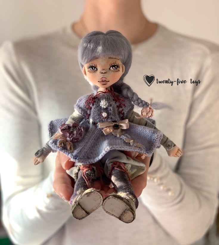 кукла в вязаном платье   Куклы, Вязание, Платья