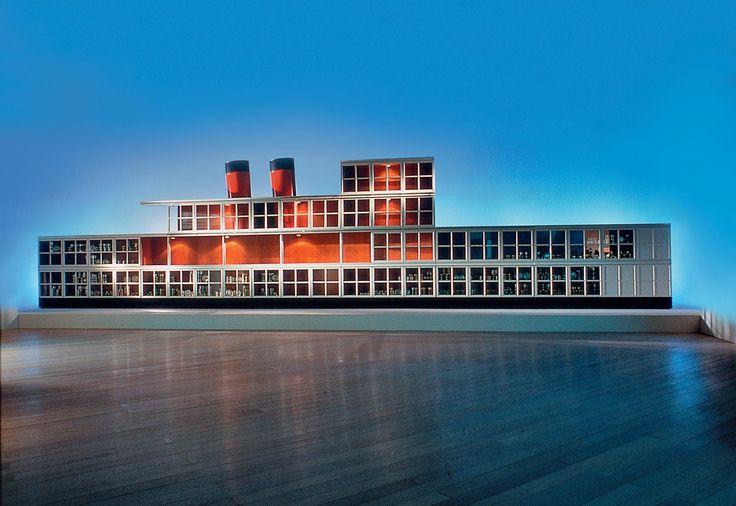 """Il """"piroscafo"""" è una metafora perfetta degli anni '90. La nave solca gli oceani, è l'era della globalizzazione"""
