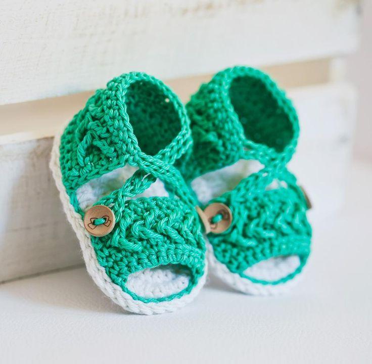 Chevron Sandals - via @Craftsy, crochet pattern, baby booties, baby sandals, monpetitviolon